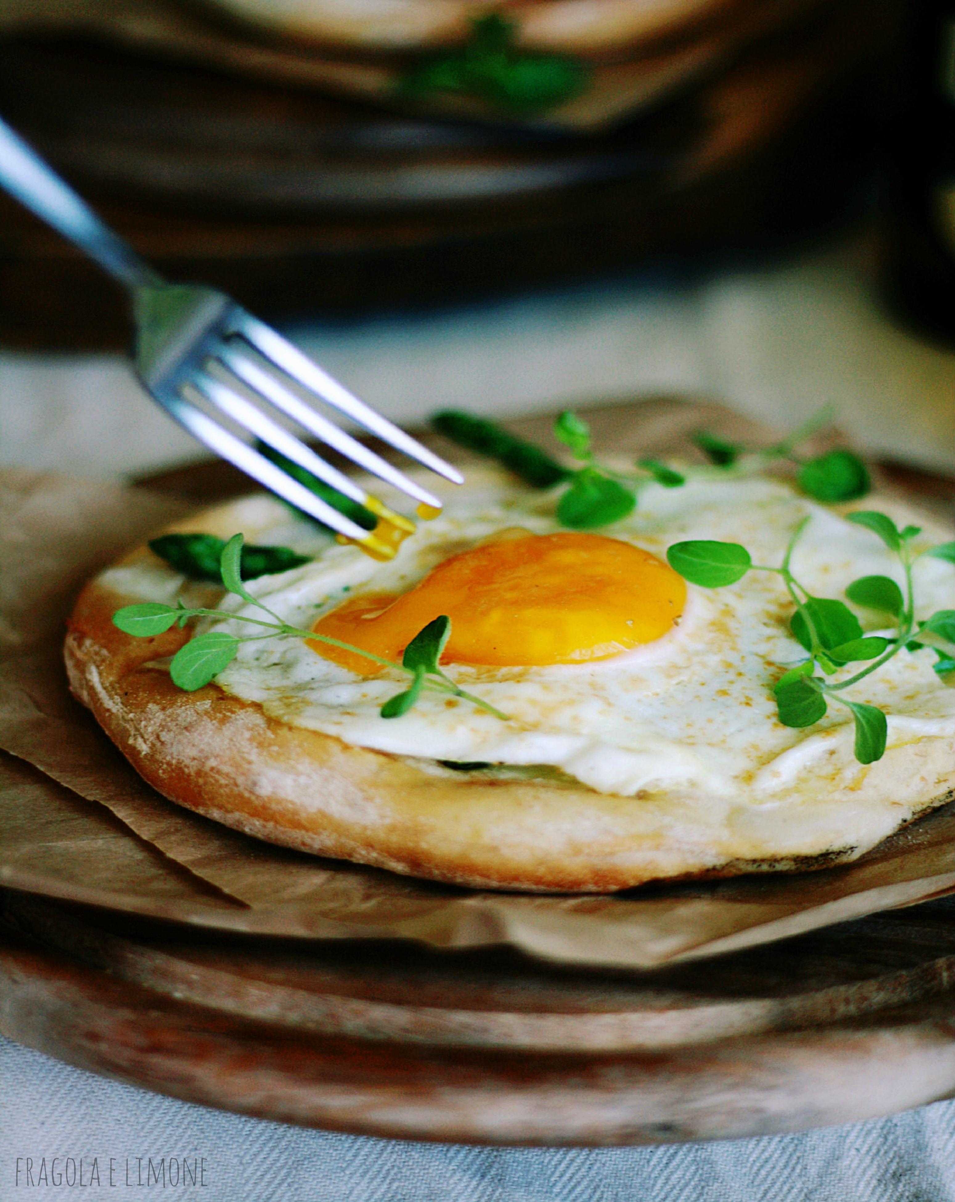 pizza con uovo colante