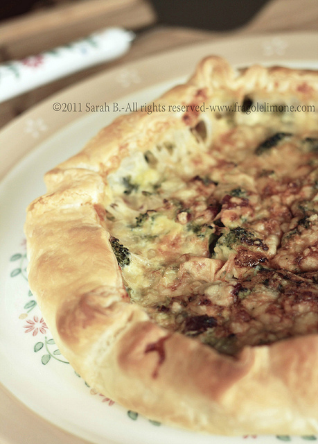 quiche ai broccoli, speck e panna acida