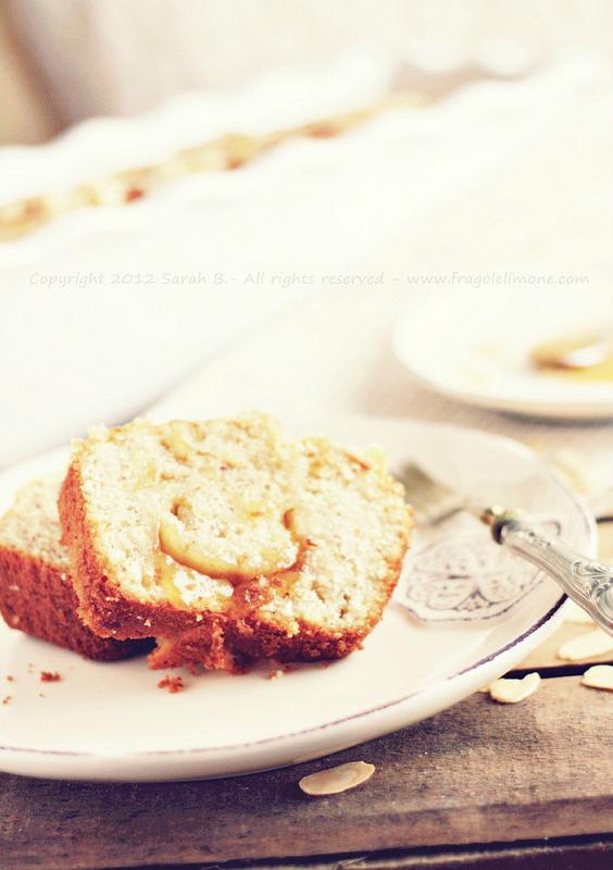 Torta di mandorle e confettura di albicocche