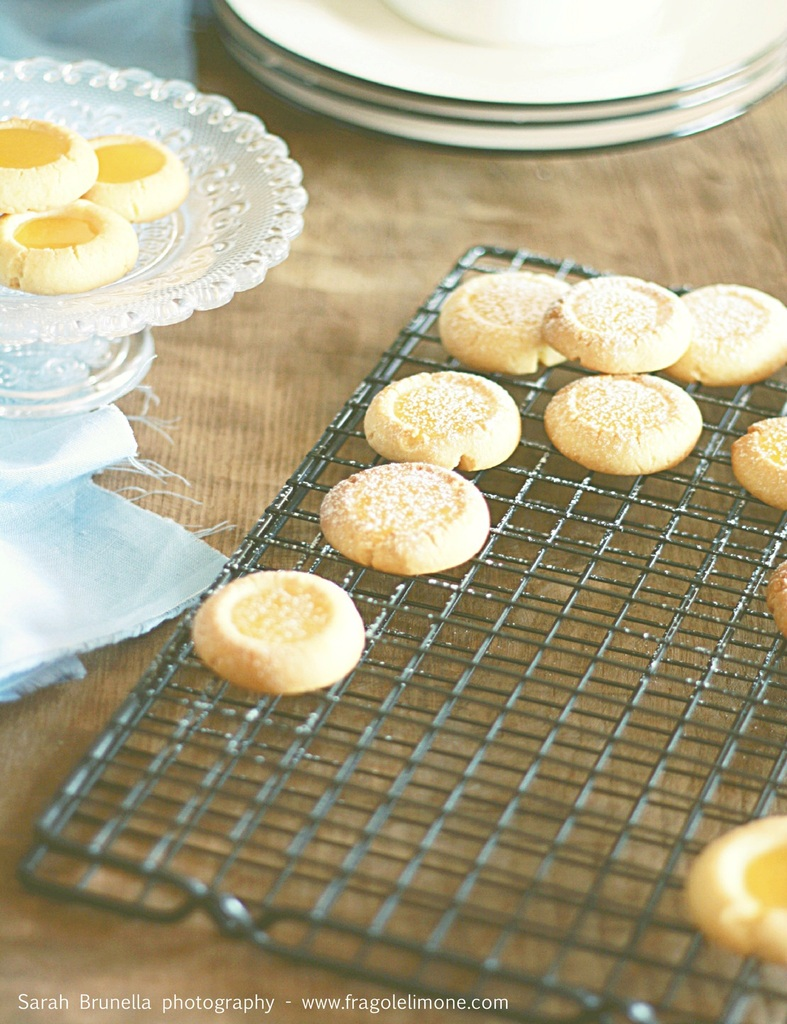 Lemon curd thumbprint cookies, o anche: paradiso al limone :)