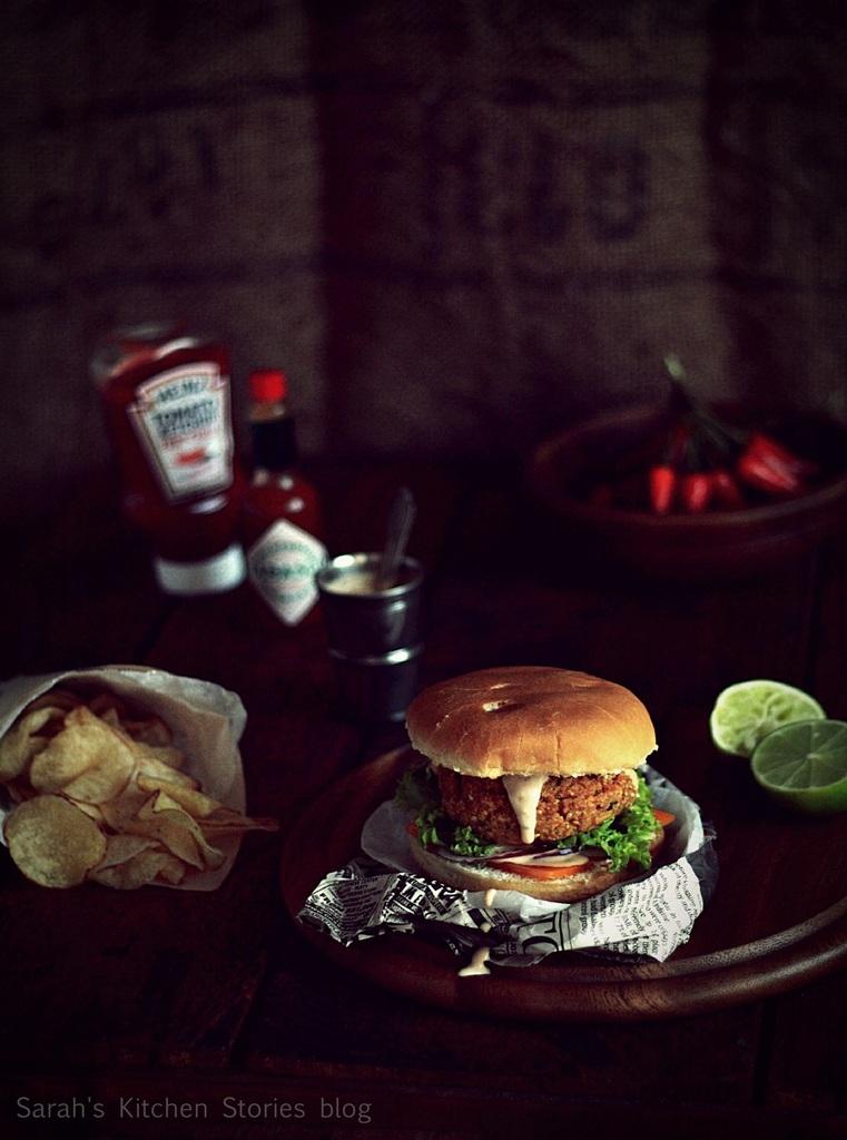 ob_885108_veggie-burger-di-ceci-con-salsa-1