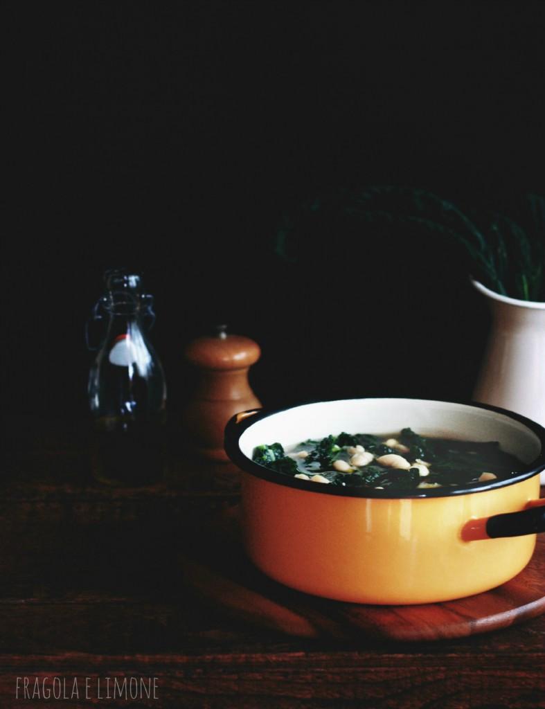 zuppa di cavolo nero in pentola