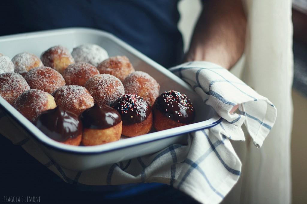 doughnuts con mele e glassa