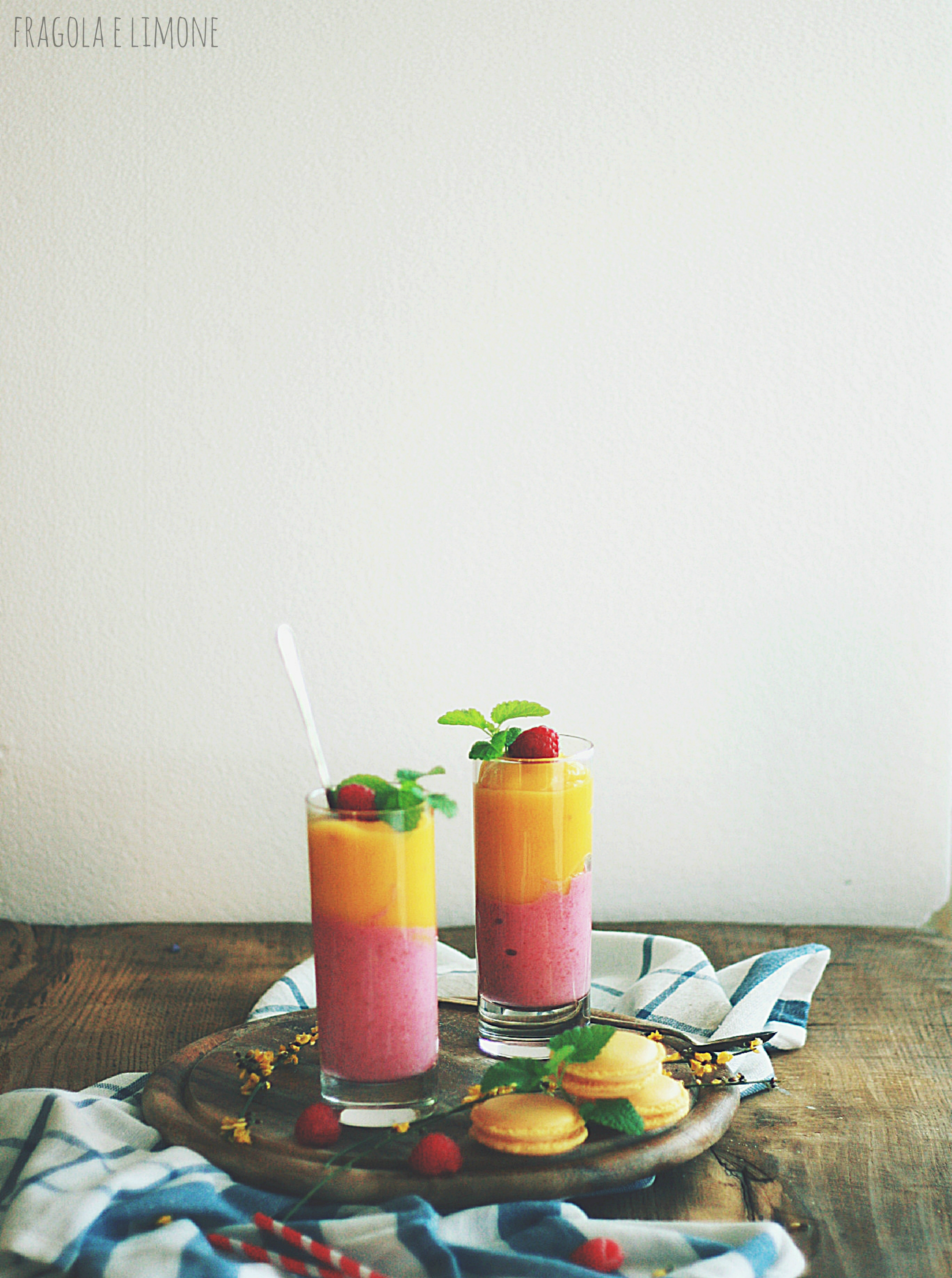 smoothie mango and raspberry