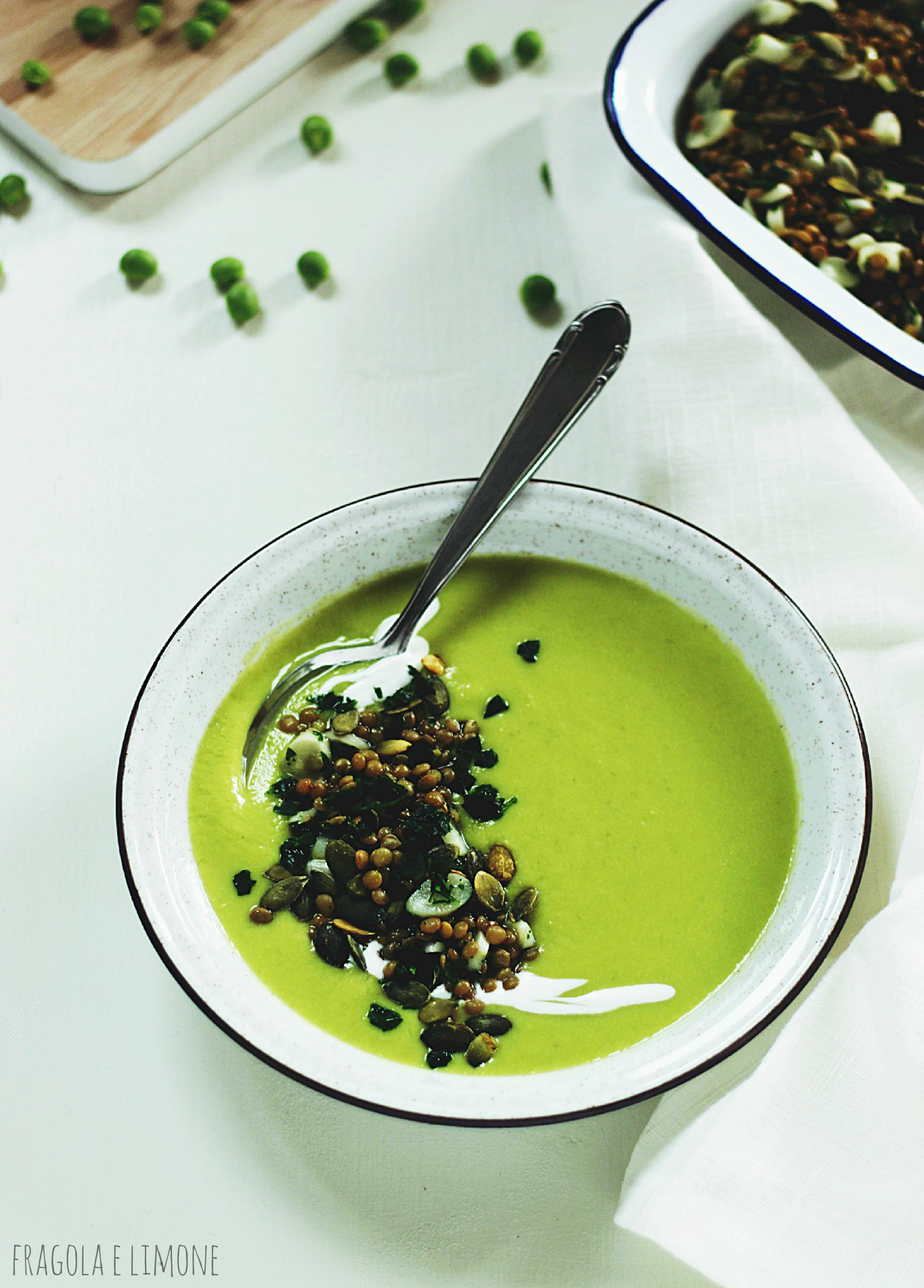 zuppa con asparagi bianchi e piselli